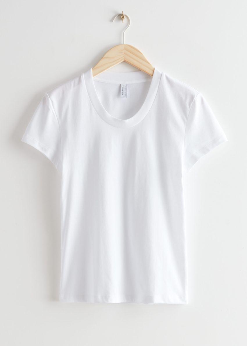 앤아더스토리즈 피티드 티셔츠의 화이트컬러 Product입니다.