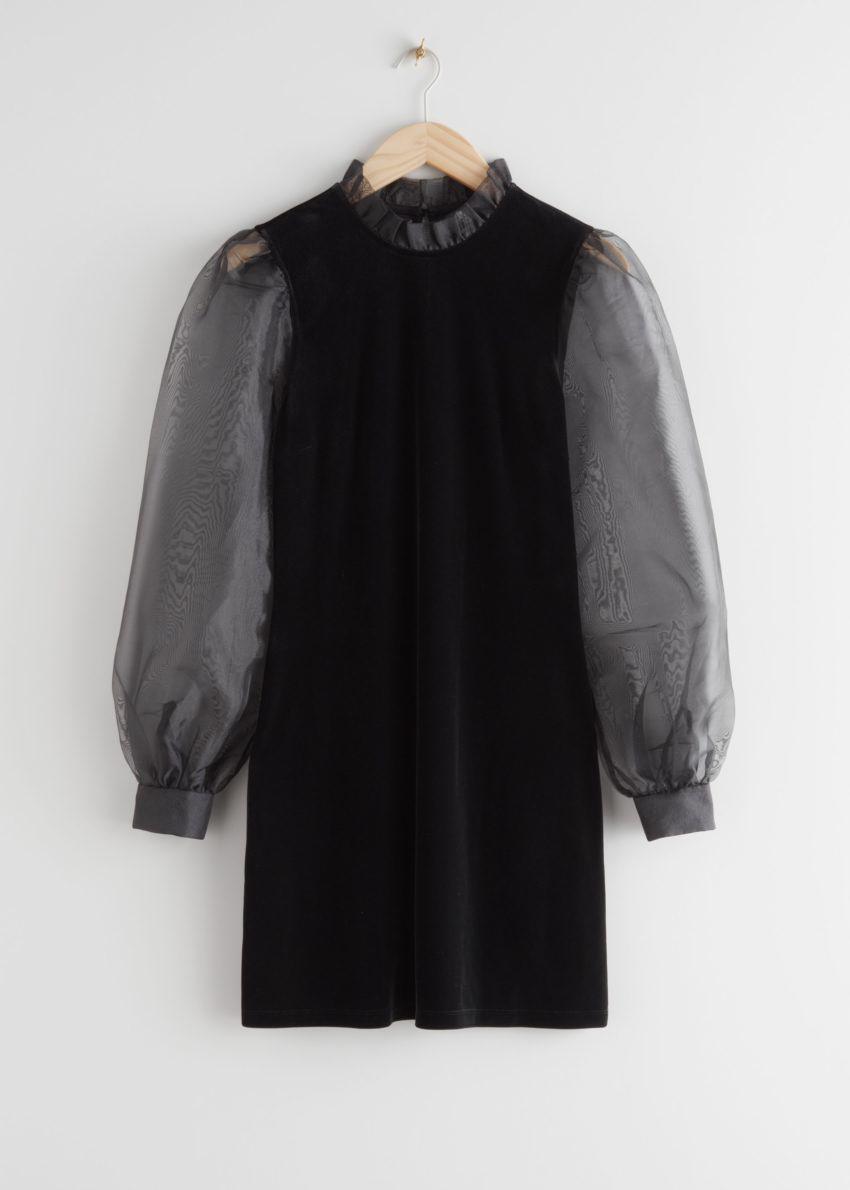 앤아더스토리즈 오간자 슬리브 벨벳 미니 드레스의 블랙컬러 Product입니다.