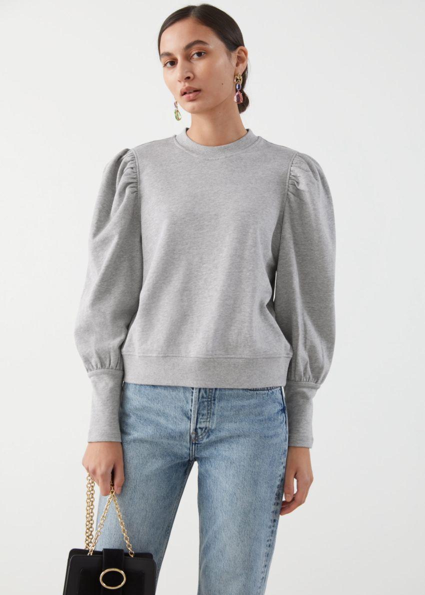 앤아더스토리즈 퍼프 슬리브 코튼 스웨터의 그레이컬러 ECOMLook입니다.