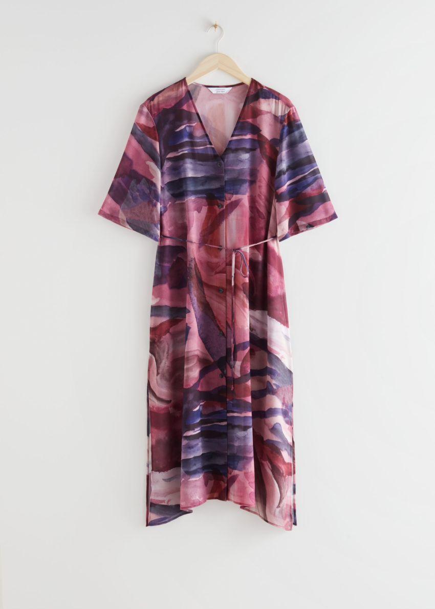 앤아더스토리즈 스파게티 벨트 버튼 업 미디 드레스의 레드 프린트컬러 Product입니다.