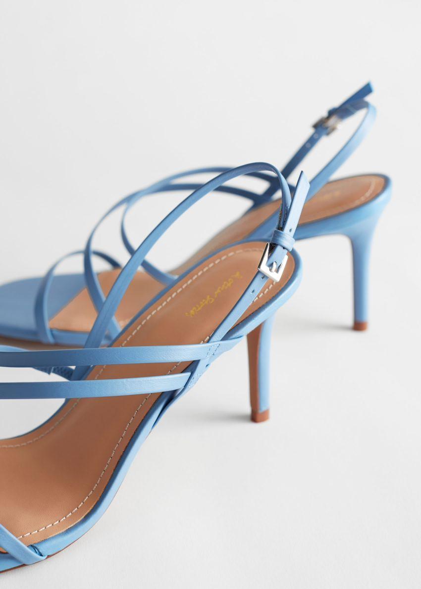 앤아더스토리즈 스트래피 레더 힐 샌들의 블루컬러 Product입니다.