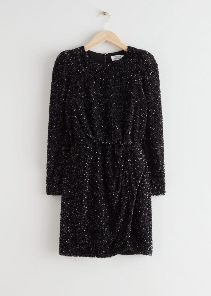 앤아더스토리즈 패디드 숄더 시퀸 드레스의 블랙 시퀸컬러 Product입니다.