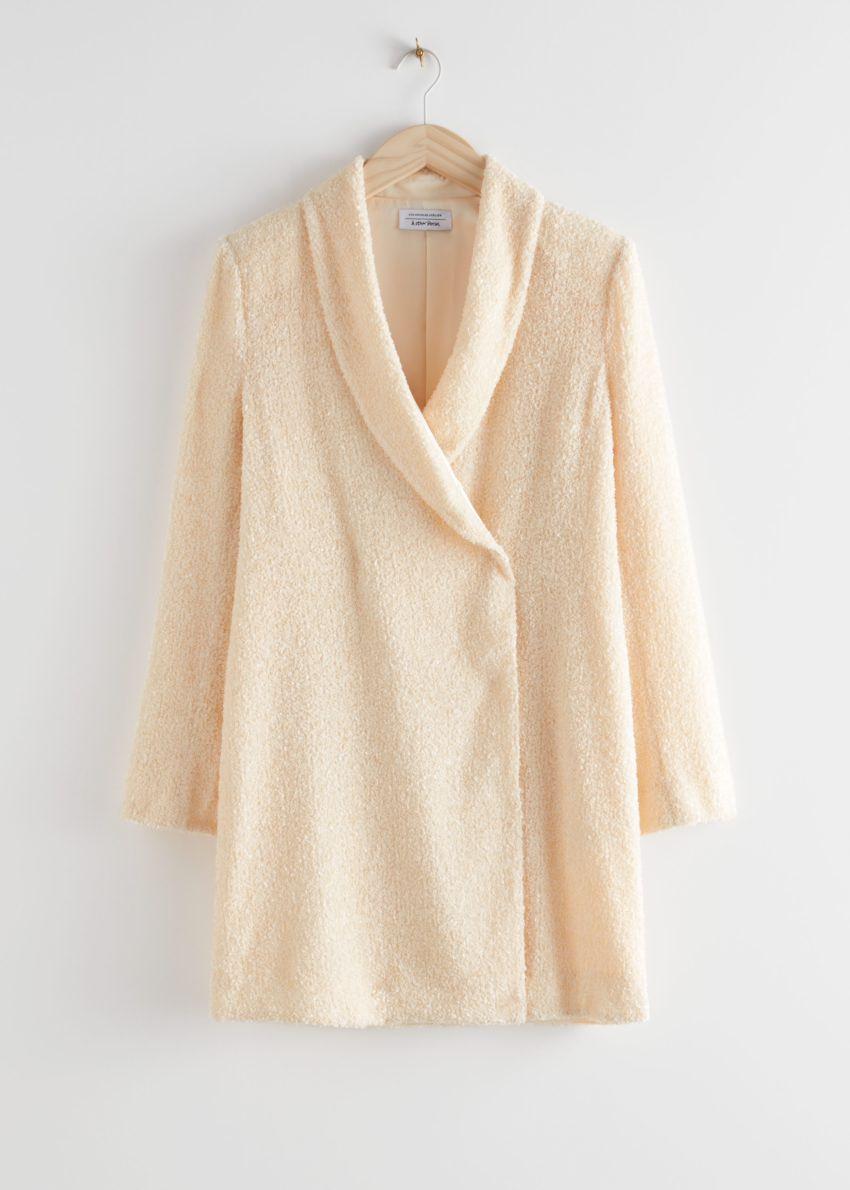 앤아더스토리즈 시퀸 더블 브레스트 블레이저 드레스의 크림컬러 Product입니다.