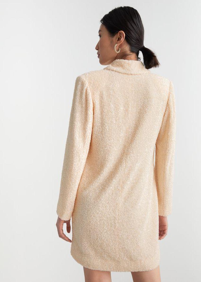 앤아더스토리즈 시퀸 더블 브레스트 블레이저 드레스의 크림컬러 ECOMLook입니다.