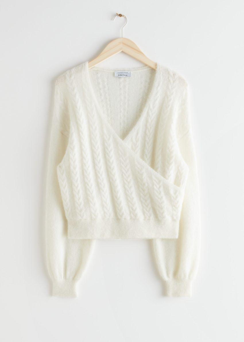 앤아더스토리즈 알파카 블렌드 버블 슬리브 랩 스웨터의 화이트컬러 Product입니다.