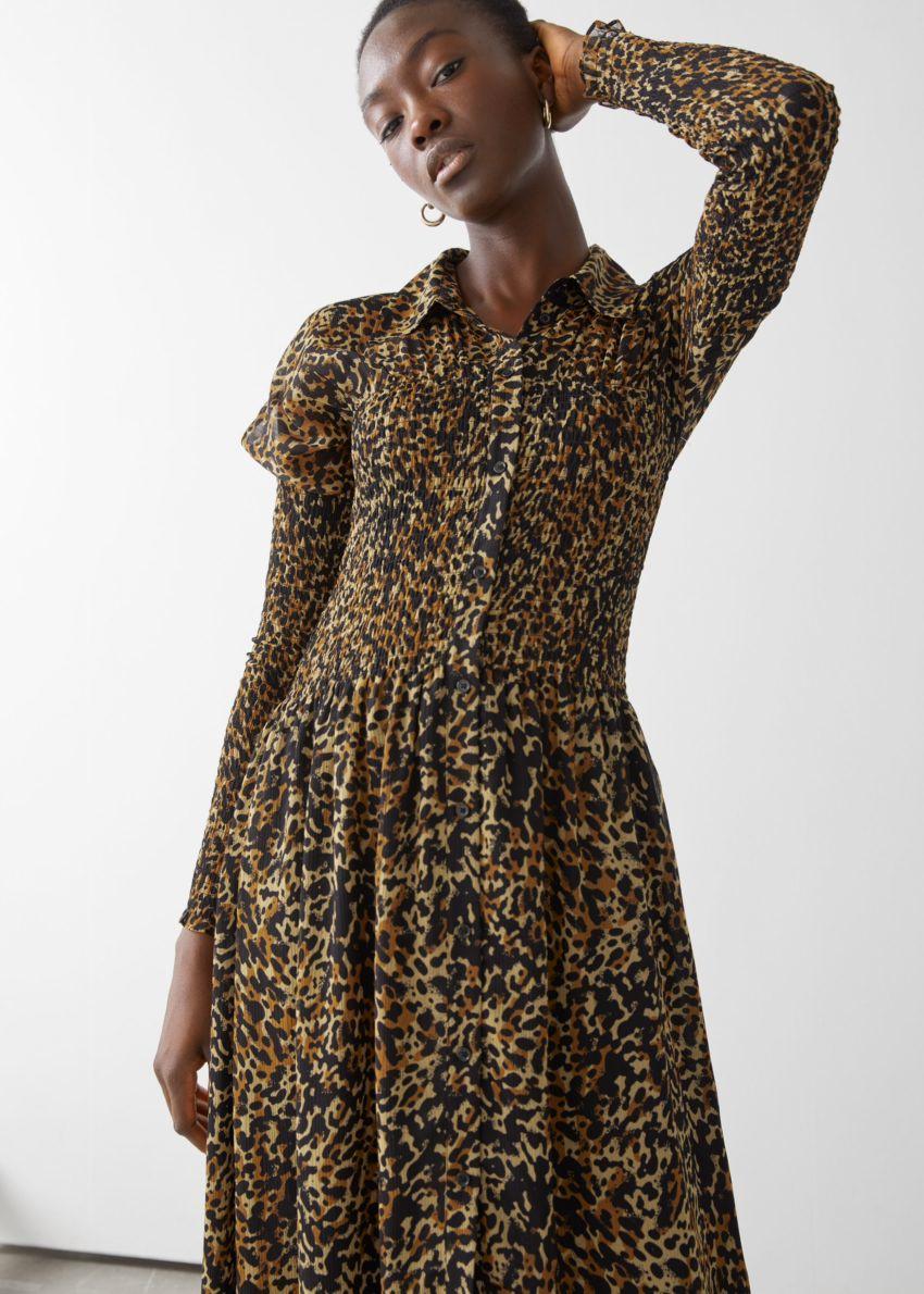 앤아더스토리즈 스모크 버튼 업 미디 드레스의 레오파드컬러 ECOMLook입니다.