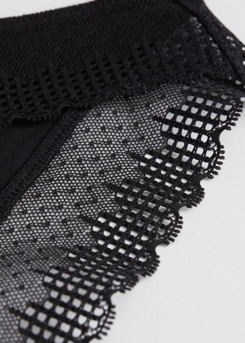 앤아더스토리즈 엠브로이더리 레이스 백 브리프의 블랙컬러 Detail입니다.
