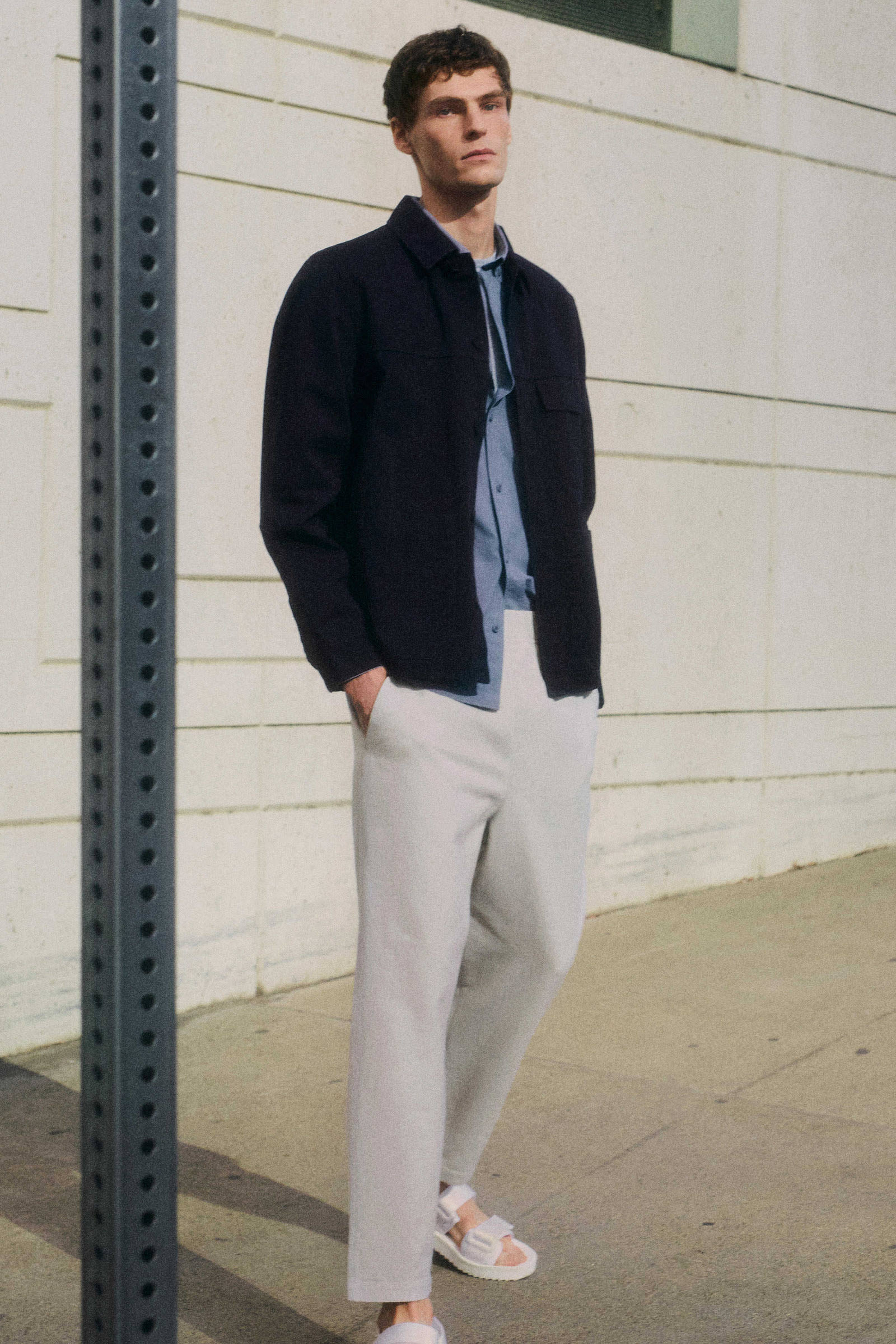 COS 워크웨어 재킷의 블루컬러 Environmental입니다.