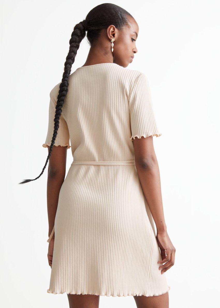 앤아더스토리즈 립 랩 미니 드레스의 크림컬러 ECOMLook입니다.