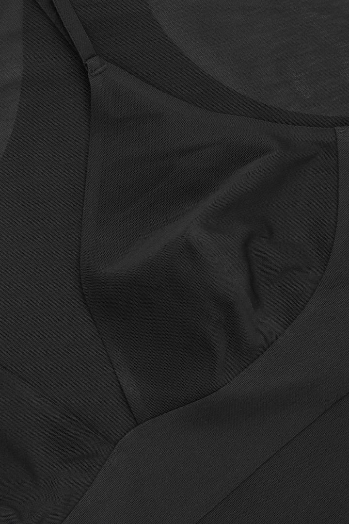 COS 쉬어 보디의 블랙컬러 Detail입니다.