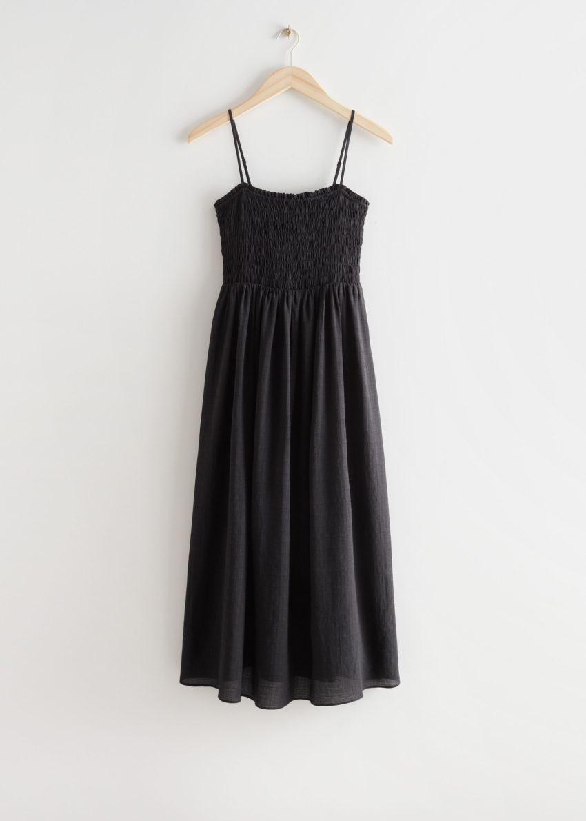 앤아더스토리즈 스모크 미디 드레스의 블랙컬러 Product입니다.