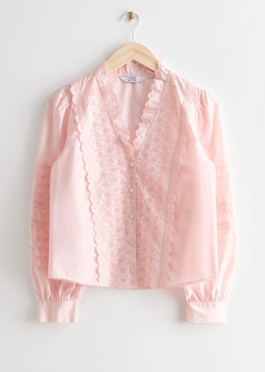 앤아더스토리즈 엠브로이더리 블라우스의 핑크컬러 Product입니다.