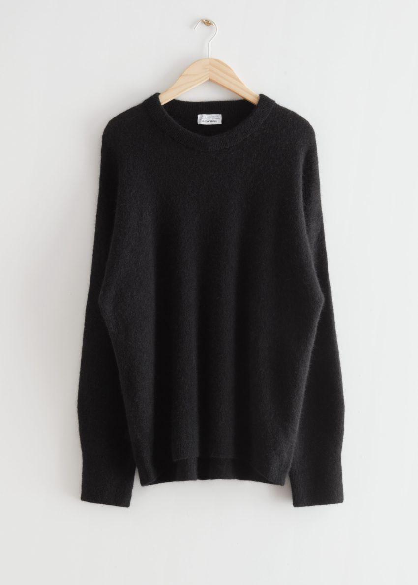 앤아더스토리즈 오버사이즈 니트 스웨터의 블랙컬러 Product입니다.