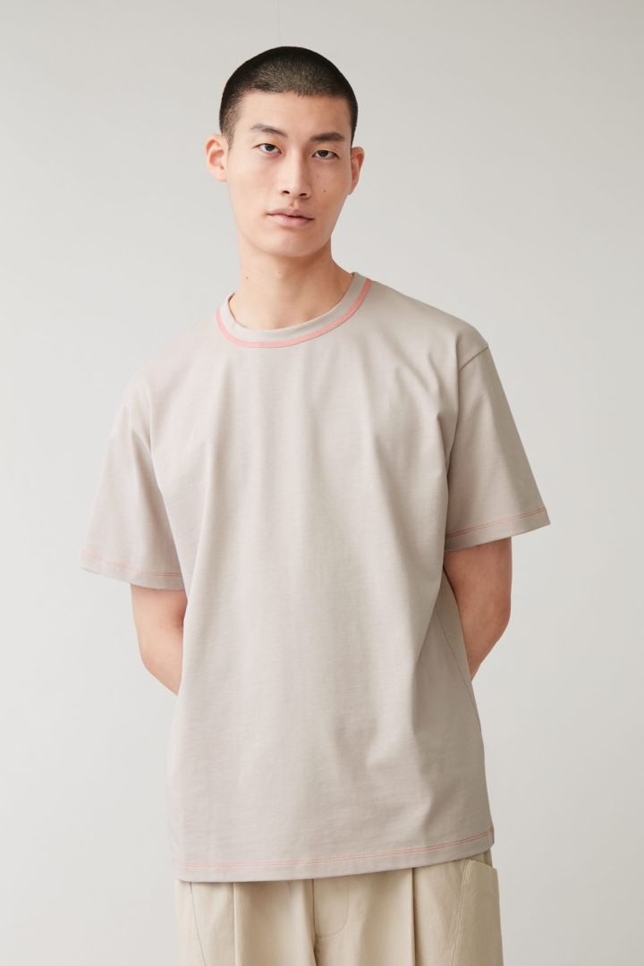 COS default image 8 of 브라운 in 롱 코튼 티셔츠
