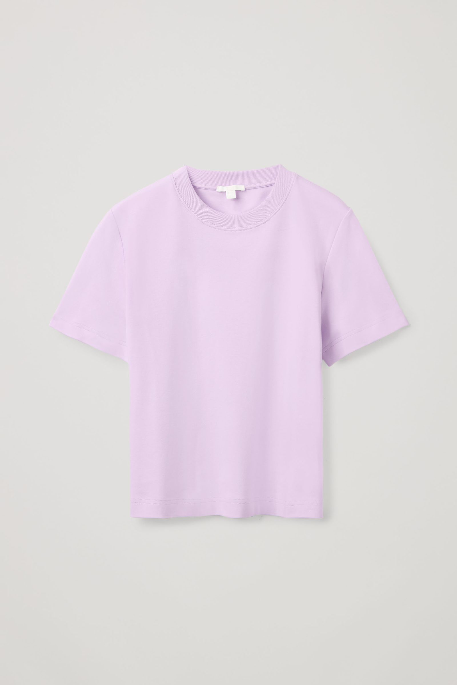 COS 슬림 핏 티셔츠의 퍼플컬러 Product입니다.