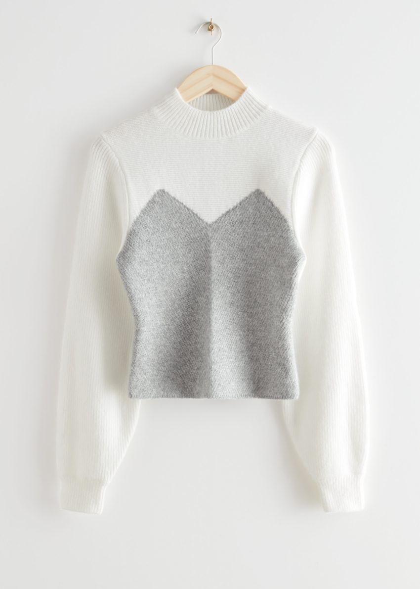 앤아더스토리즈 컬러 블록 모크 넥 스웨터의 화이트 그레이컬러 Product입니다.