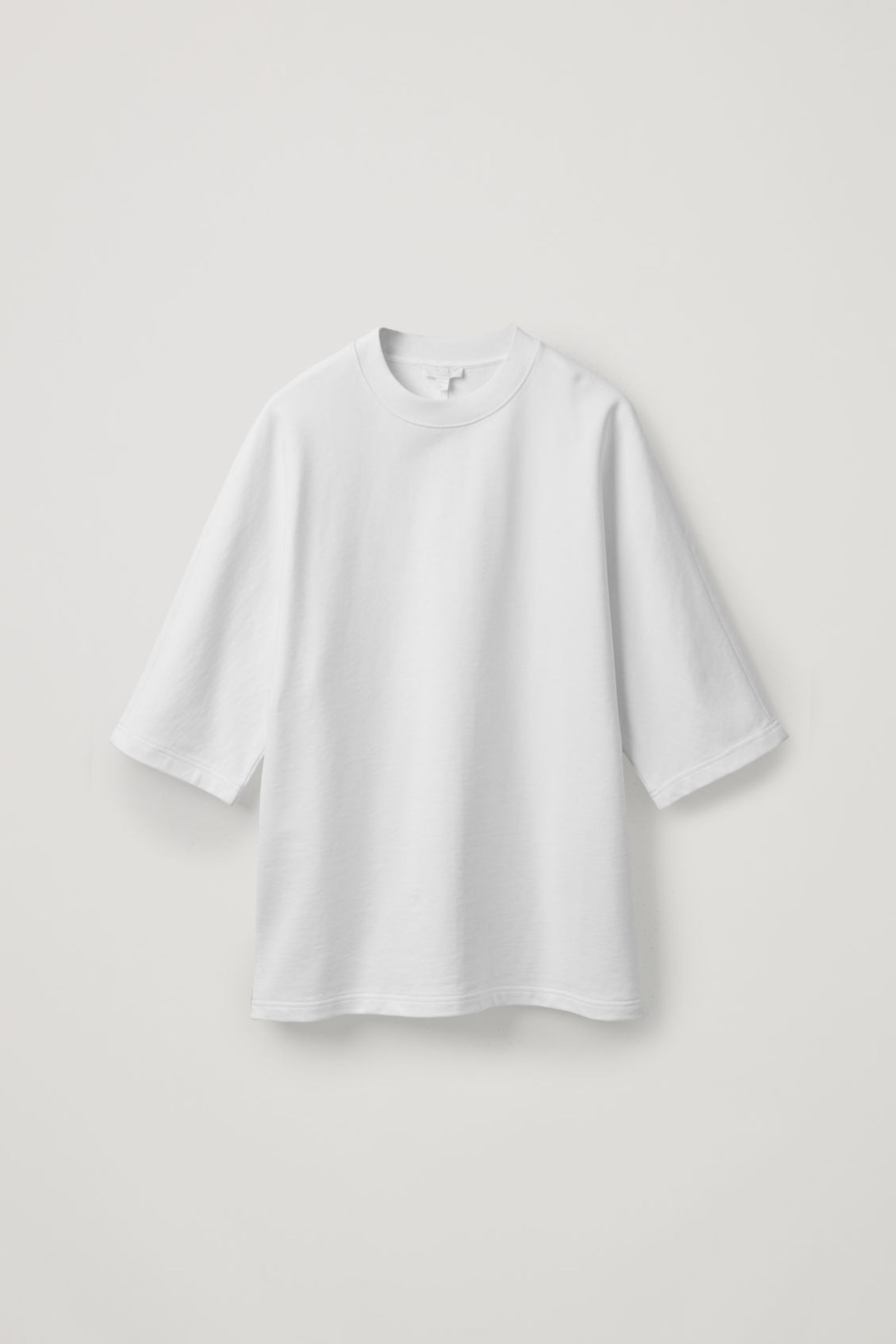 COS 코튼 리넨 저지 티셔츠의 화이트컬러 Product입니다.