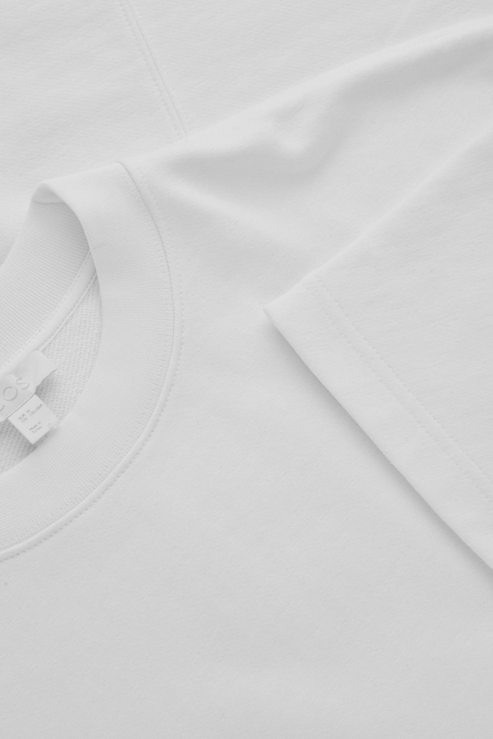 COS 코튼 리넨 저지 티셔츠의 화이트컬러 Detail입니다.