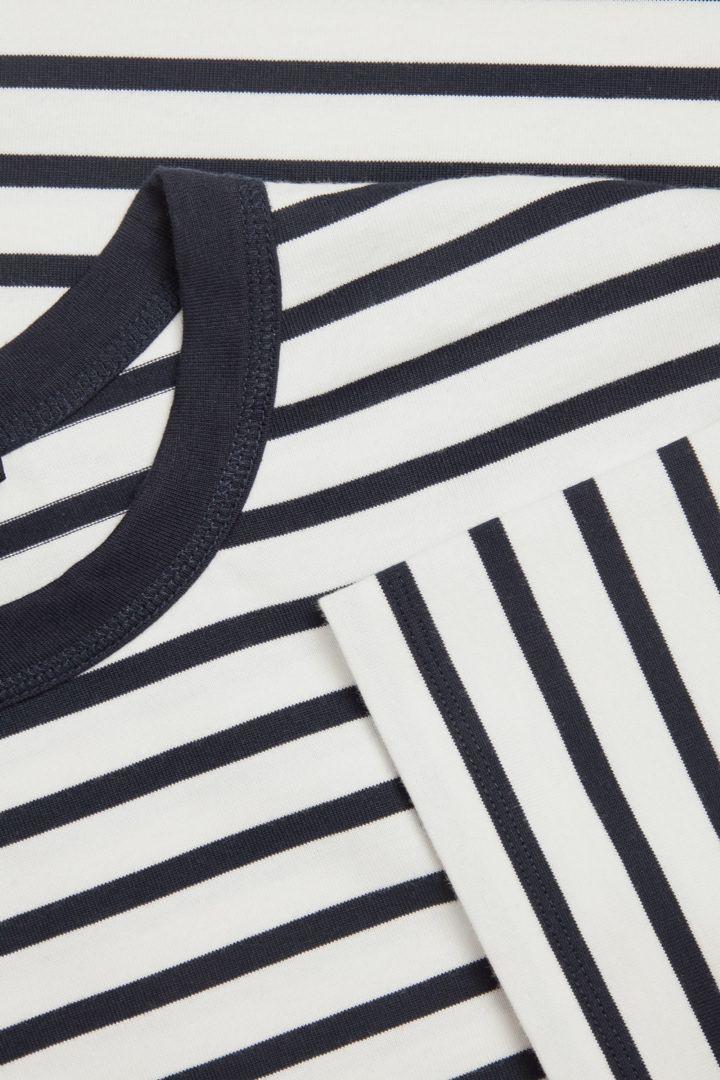 COS 오가닉 코튼 컨트래스트 스트라이프 티셔츠의 네이비 / 화이트컬러 Detail입니다.