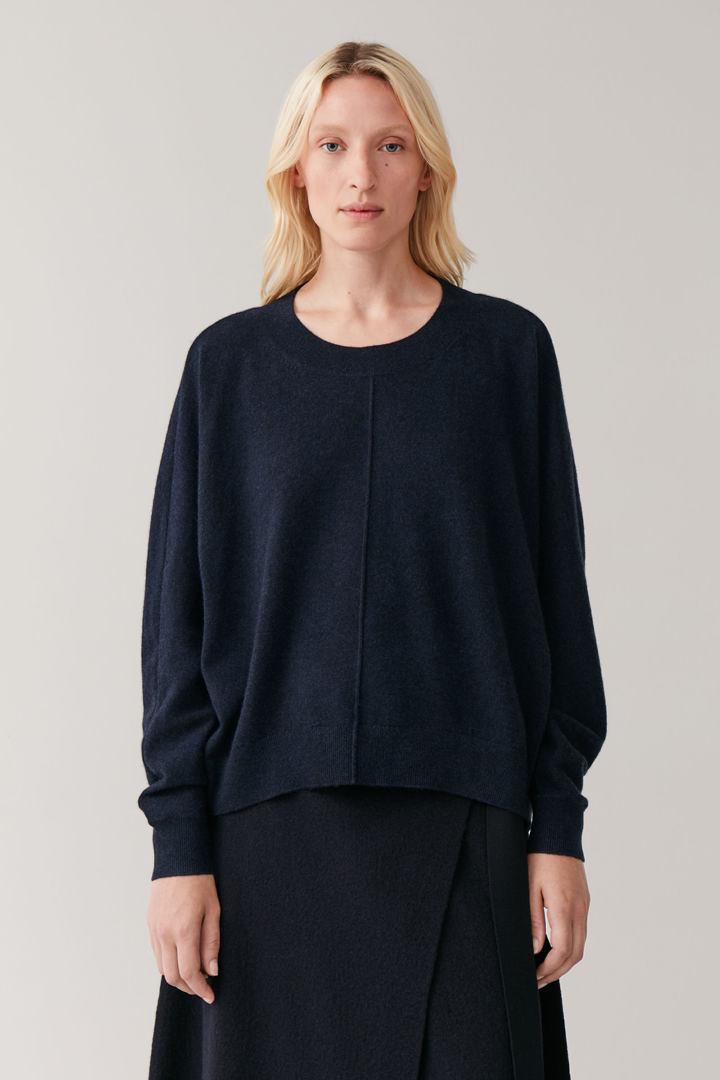 COS default image 8 of 블루 in 릴랙스드 캐시미어 스웨터