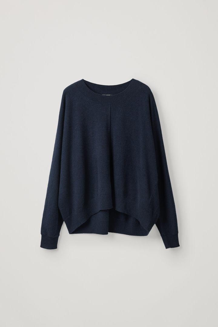 COS hover image 8 of 블루 in 릴랙스드 캐시미어 스웨터