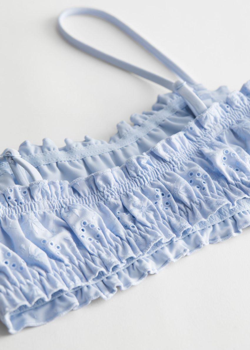 앤아더스토리즈 아일렛 엠브로이더리 방도 비키니 탑 의 라이트 블루컬러 Detail입니다.