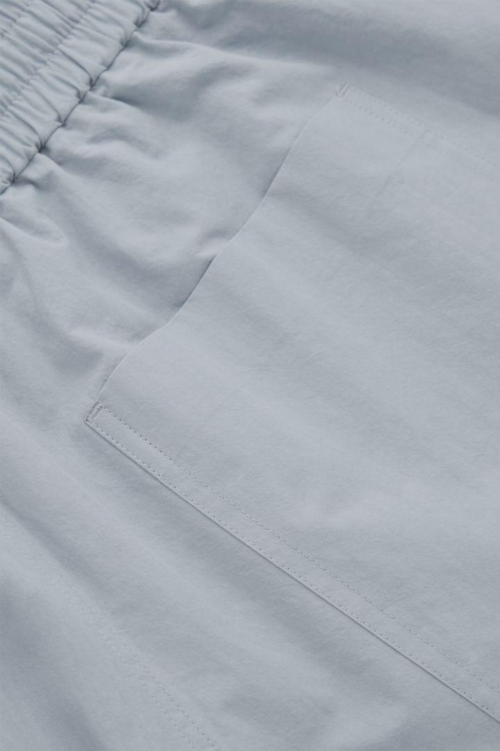 COS 드로우스트링 쇼츠의 라이트 블루컬러 Detail입니다.