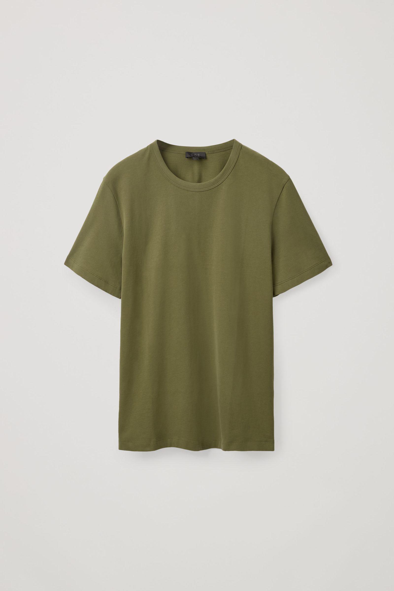 COS 레귤러핏 브러쉬드 코튼 티셔츠의 카키 그린컬러 Product입니다.