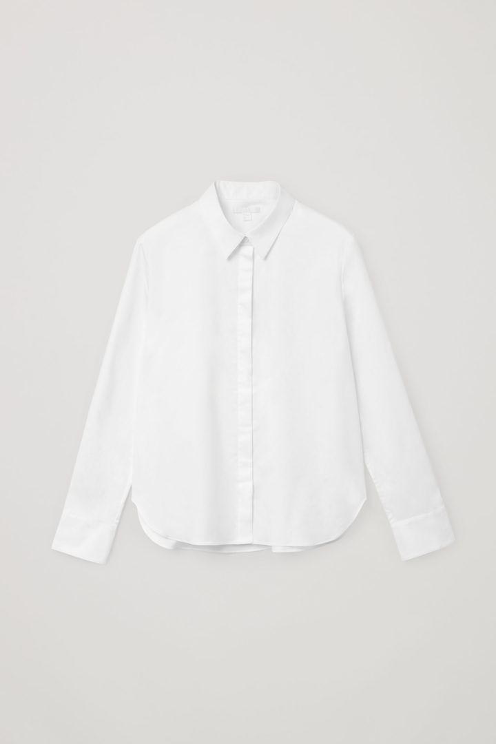 COS 코튼 슬림 핏 셔츠의 화이트컬러 Product입니다.