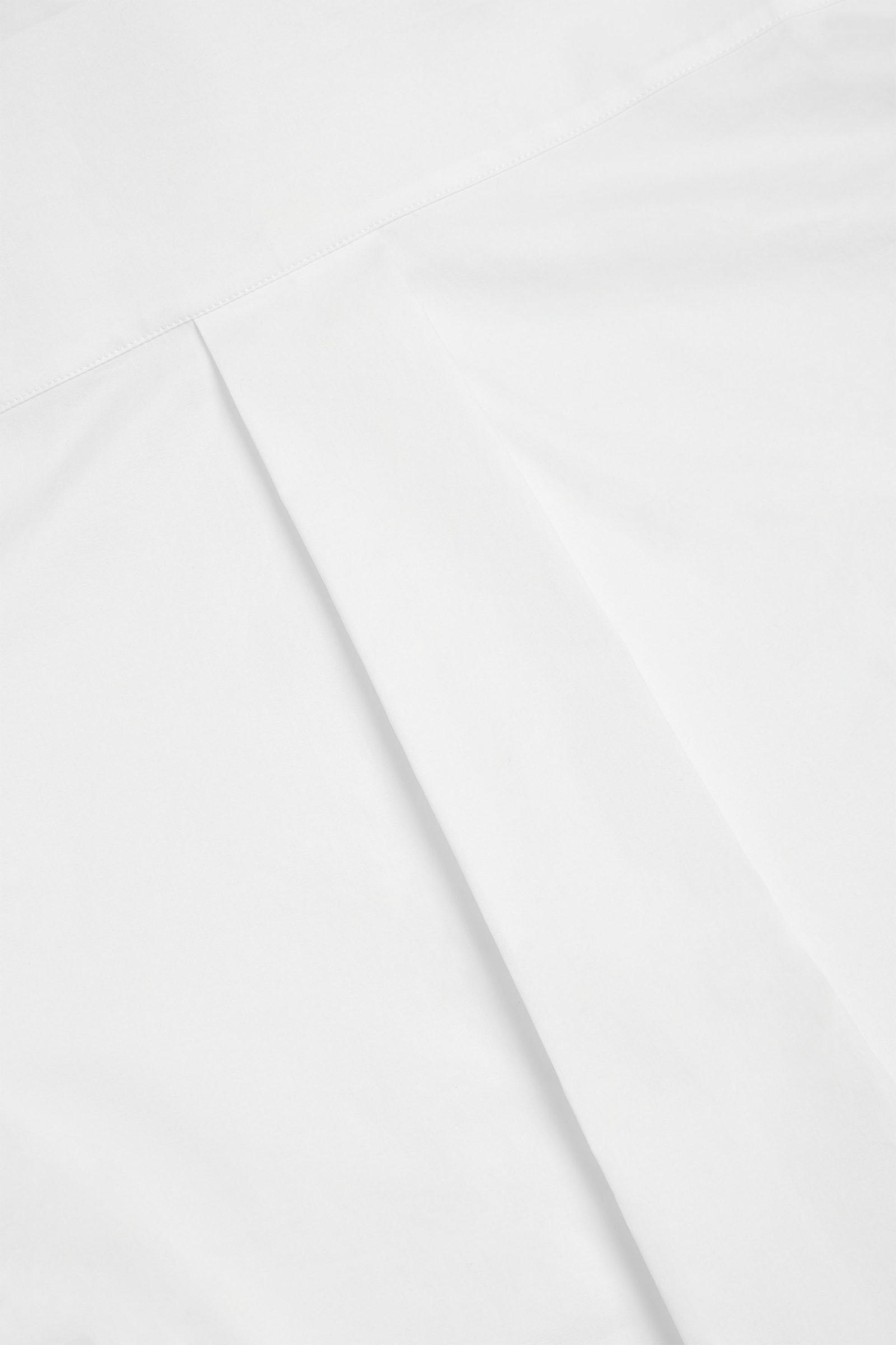 COS 코튼 슬림 핏 셔츠의 화이트컬러 Detail입니다.