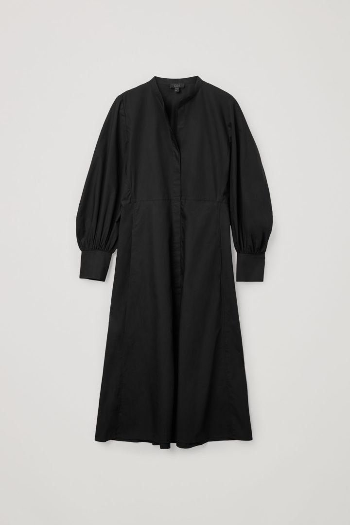 COS 코튼 볼륨 슬리브 미디 셔츠 드레스의 블랙컬러 Product입니다.