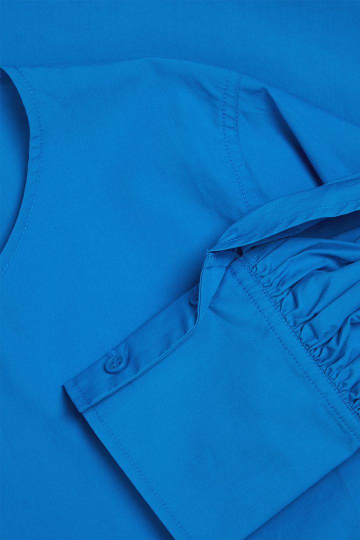 COS 오가닉 코튼 오버사이즈 커프 탑의 블루컬러 Detail입니다.