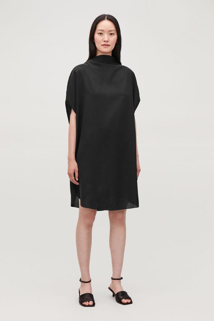 COS default image 5 of 블랙 in 서클컷 드레스