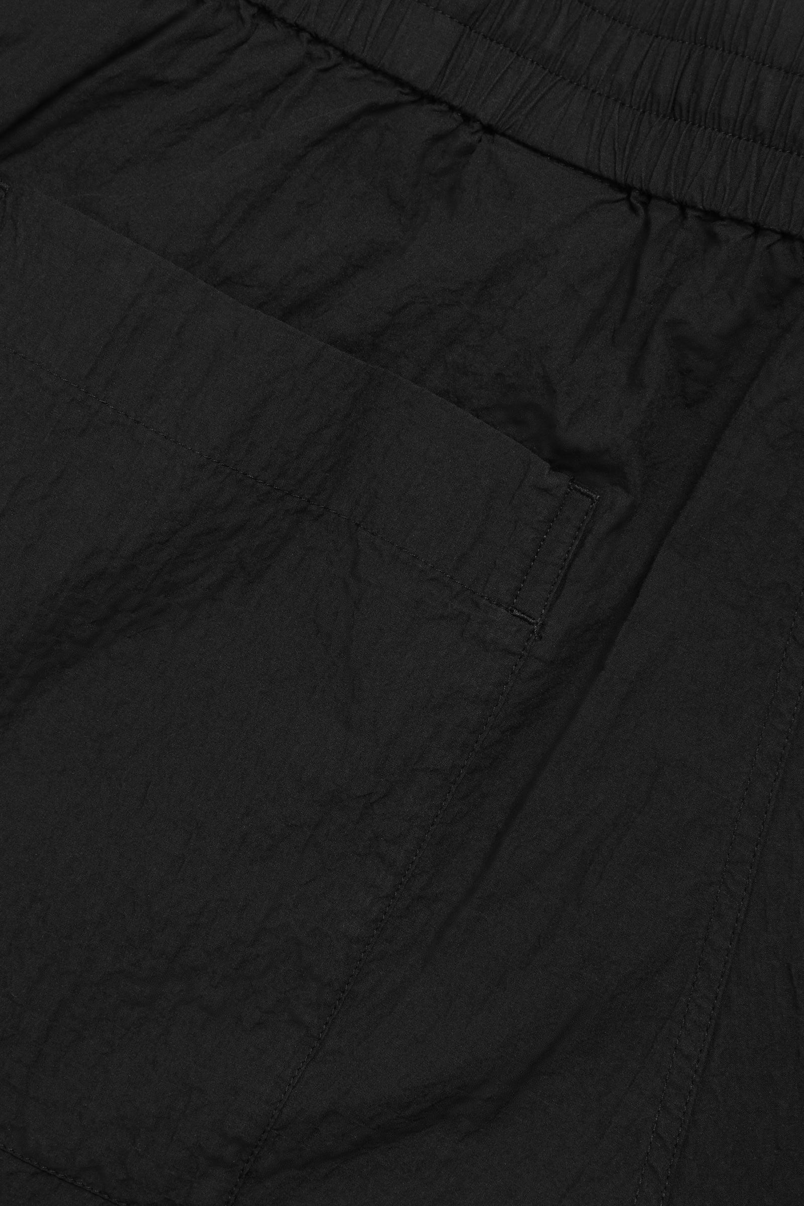 COS 시어서커 코튼 쇼츠의 블랙컬러 Detail입니다.