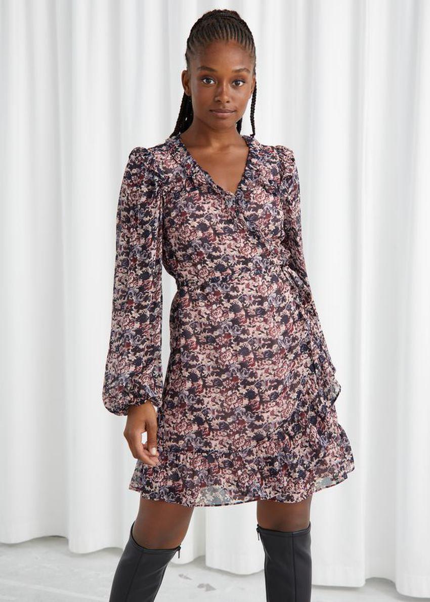 앤아더스토리즈 러플 미니 랩 드레스의 핑크 플로럴컬러 ECOMLook입니다.