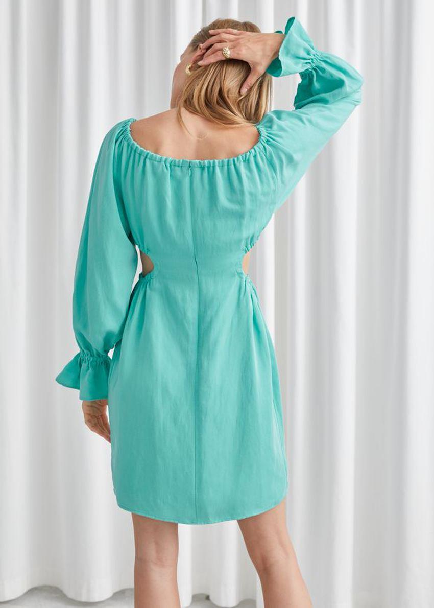 앤아더스토리즈 오프 숄더 컷 아웃 미니 드레스의 터쿼이즈컬러 ECOMLook입니다.