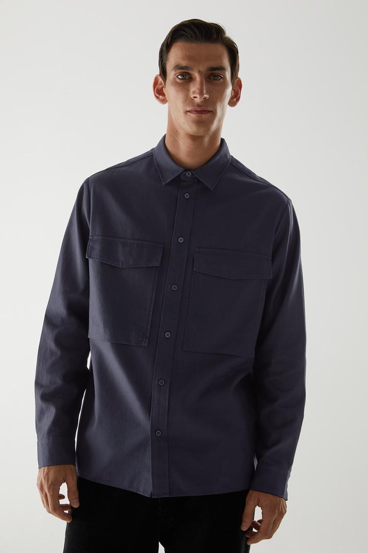 COS default image 1 of 블루 in 릴랙스드 투포켓 셔츠