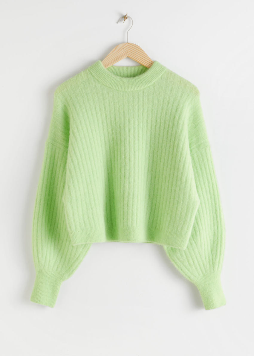 앤아더스토리즈 알파카 블렌드 니트 스웨터의 라이트 그린컬러 Product입니다.