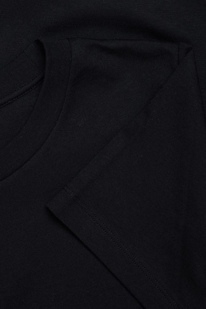 COS 슈렁큰 오가닉 코튼 티셔츠의 블랙컬러 Detail입니다.