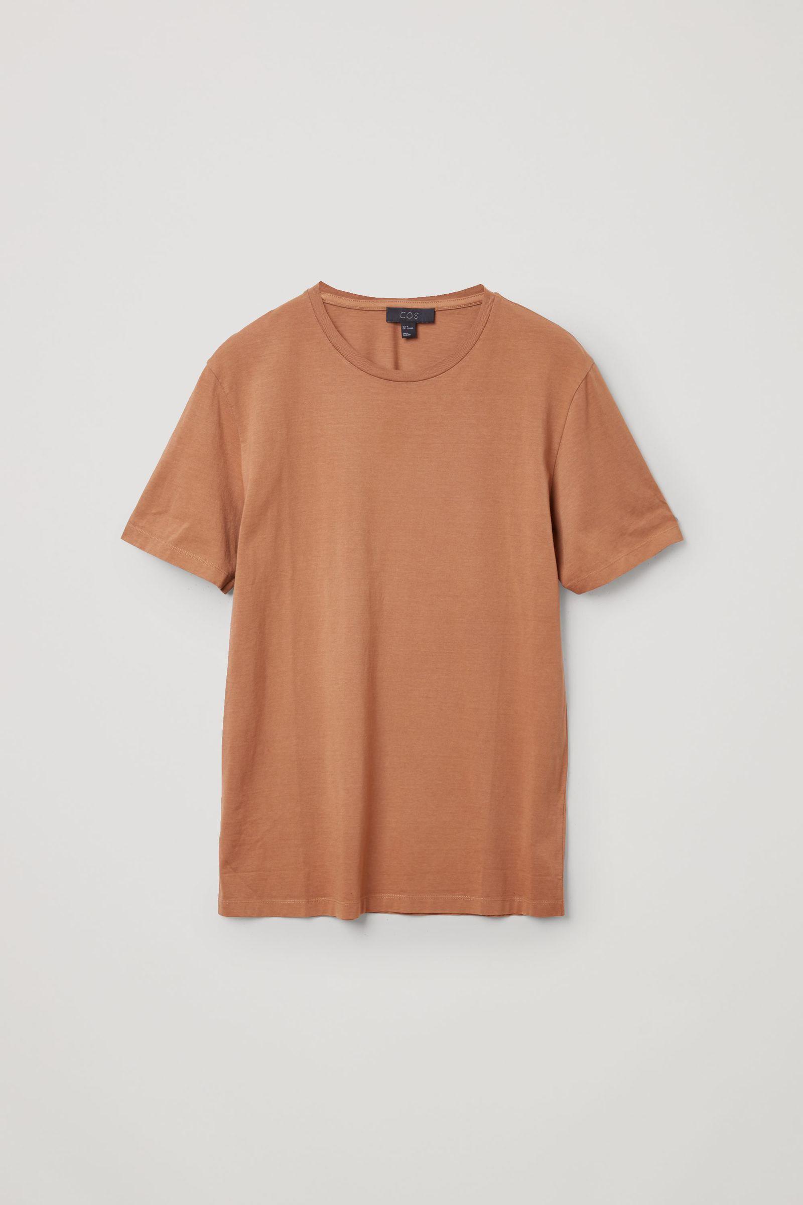 COS 라운드 넥 티셔츠의 라이트 브라운컬러 Product입니다.