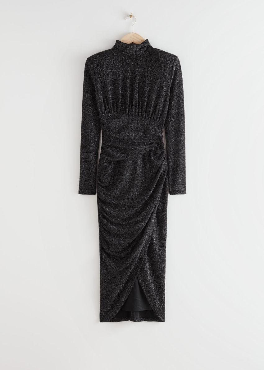 앤아더스토리즈 드레이프 패디드 숄더 미디 터틀넥 드레스의 블랙 글리터컬러 Product입니다.