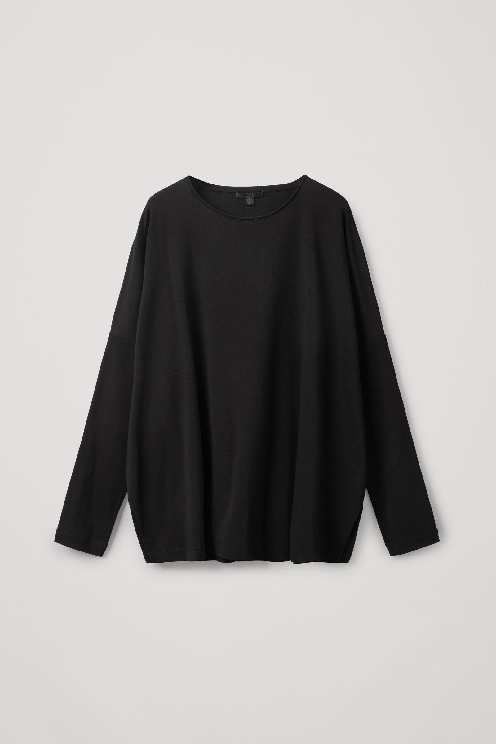 COS 롱 슬리브 티셔츠의 블랙컬러 Product입니다.