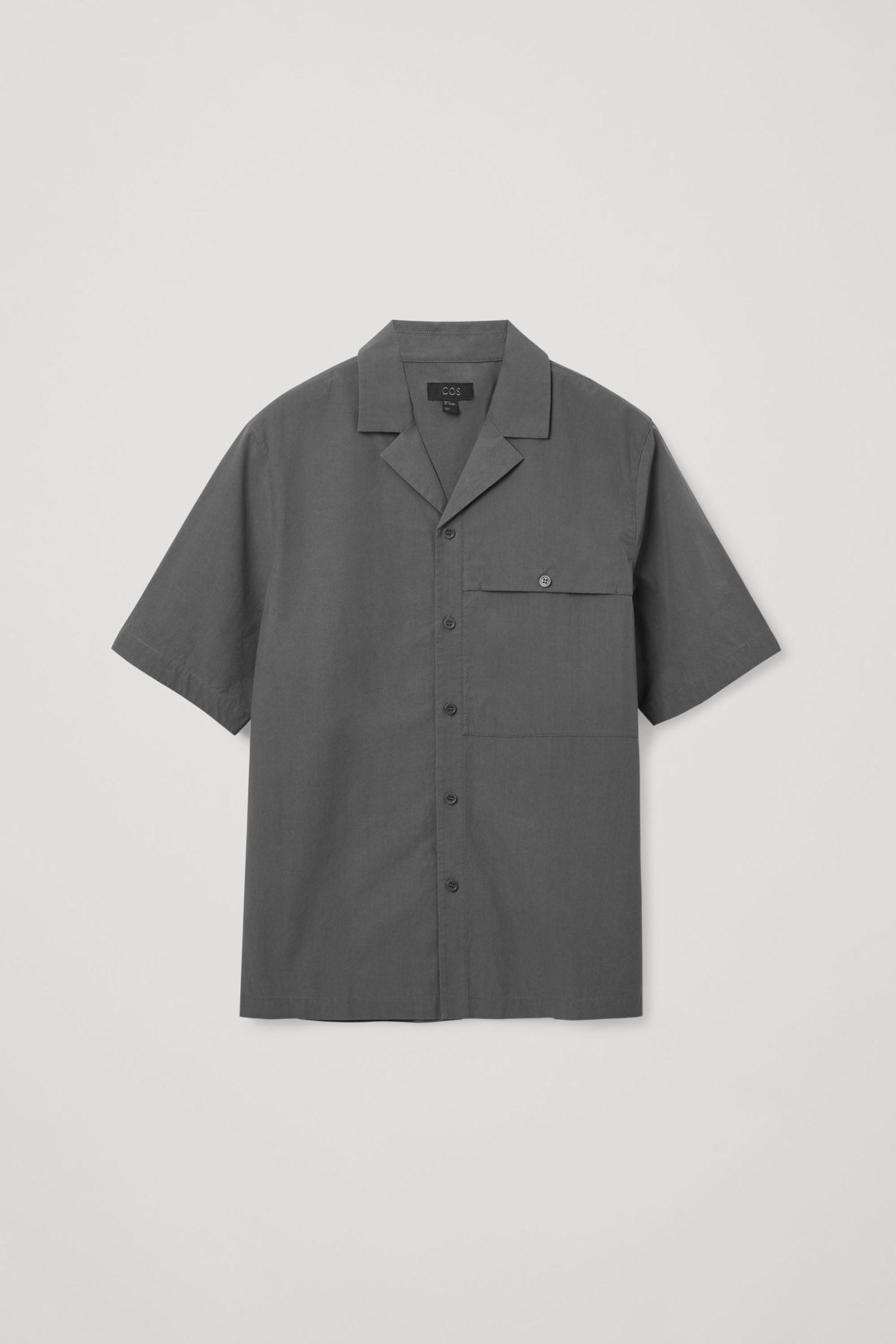 COS 패치 포켓 쇼트 슬리브 셔츠의 그레이컬러 Product입니다.