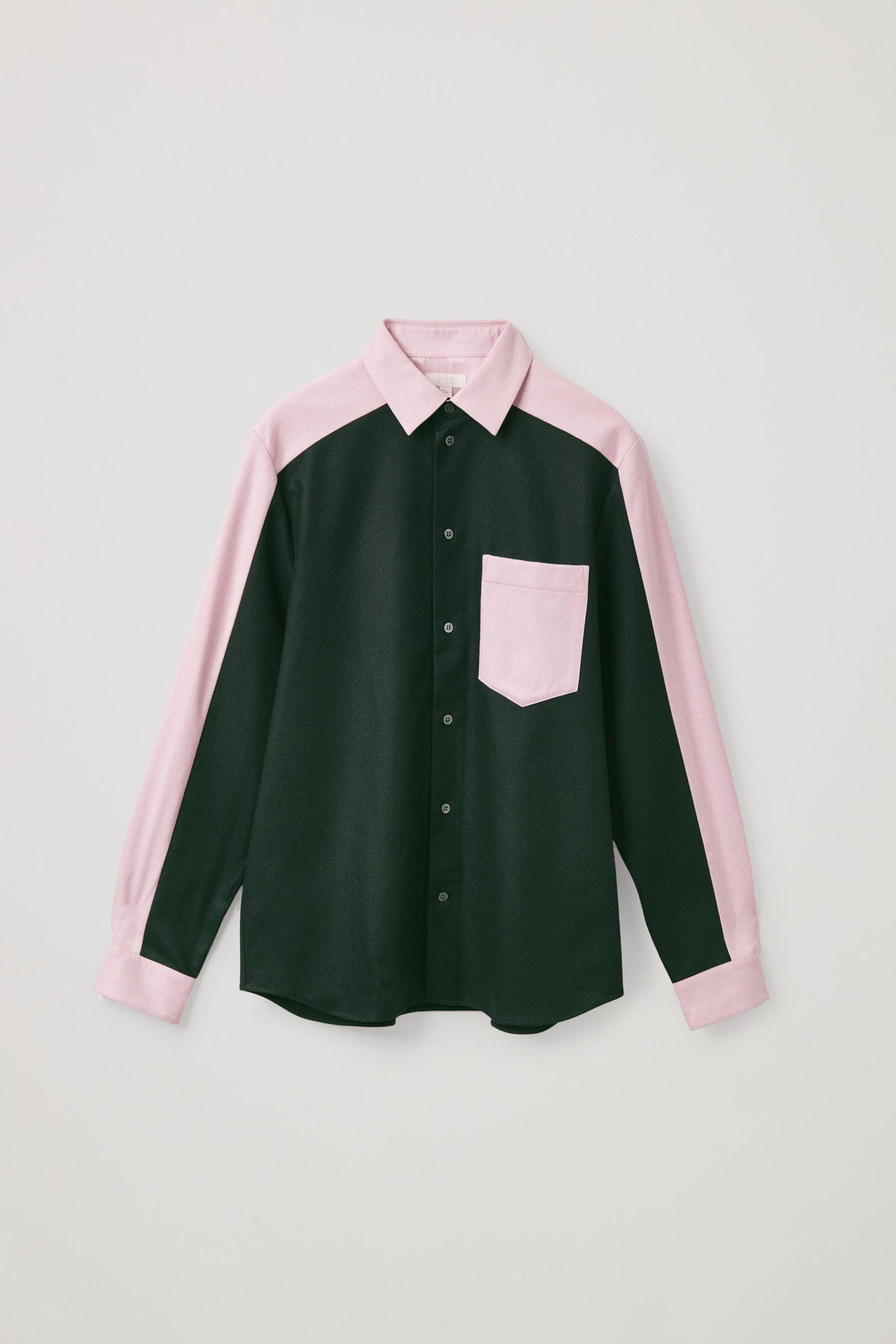 COS 펠트 이펙트 컨스트럭티드 패널 셔츠의 다크 그린 / 핑크컬러 Product입니다.