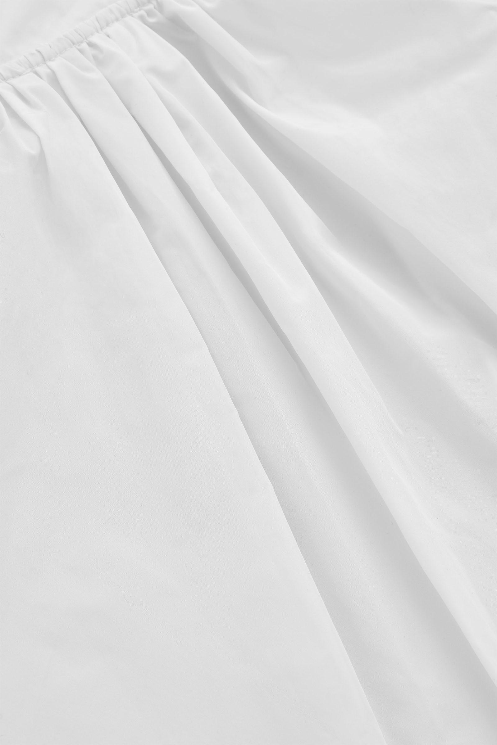 COS 리사이클 폴리에스터 V넥 A라인 셔츠의 화이트컬러 Detail입니다.