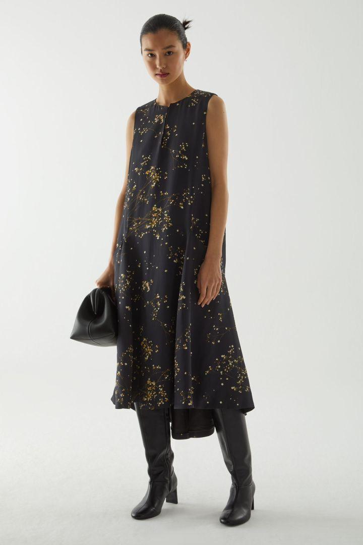 COS default image 9 of 블랙 in 프린티드 행커치프 헴 드레스