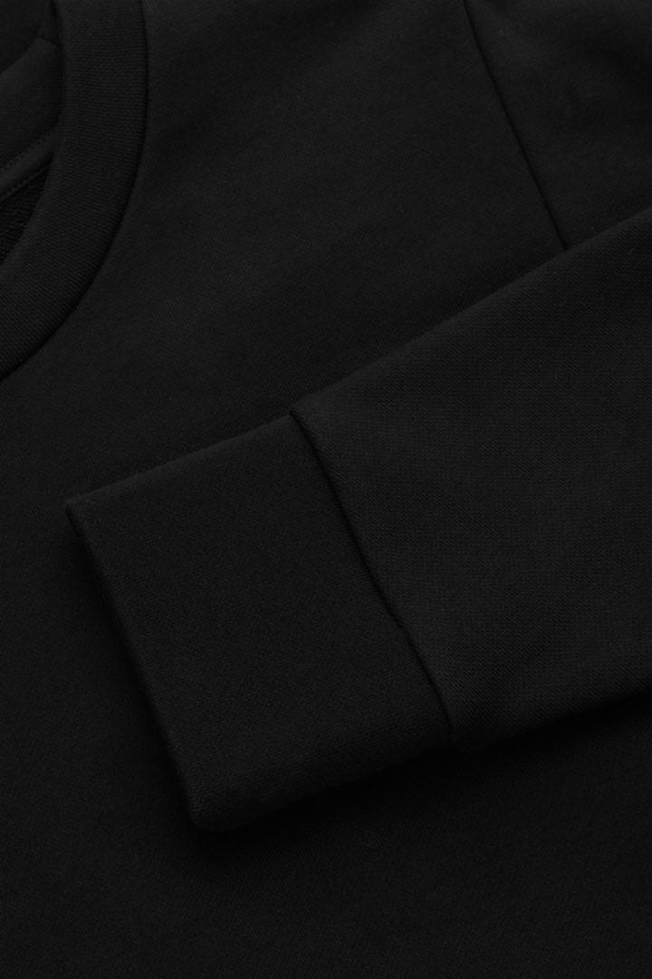 COS 코튼 릴랙스드 스웻셔츠의 블랙컬러 Detail입니다.