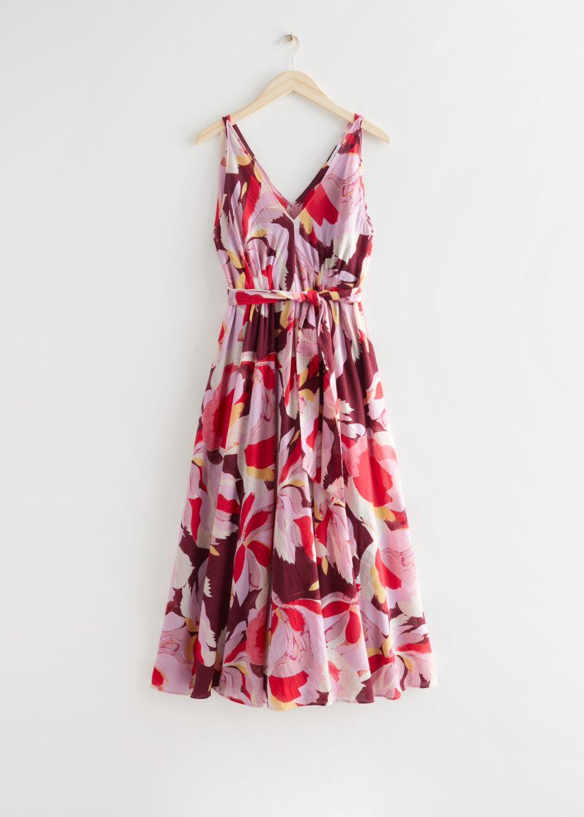 앤아더스토리즈 벨티드 플로럴 프린트 미디 드레스의 레드 플로럴컬러 Product입니다.
