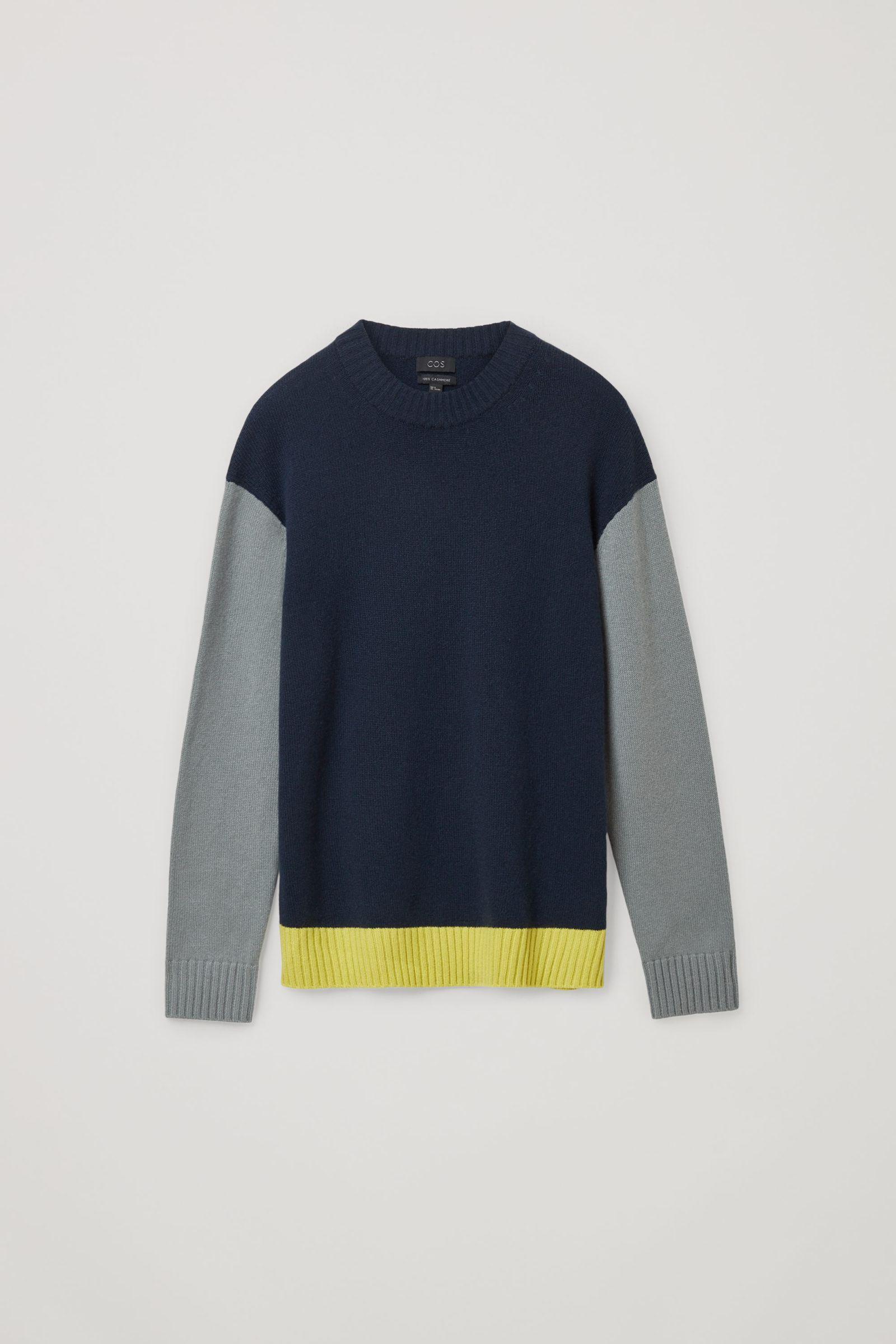 COS 캐시미어 컨트래스트 패널 스웨터의 네이비 / 그레이 / 옐로우컬러 Product입니다.