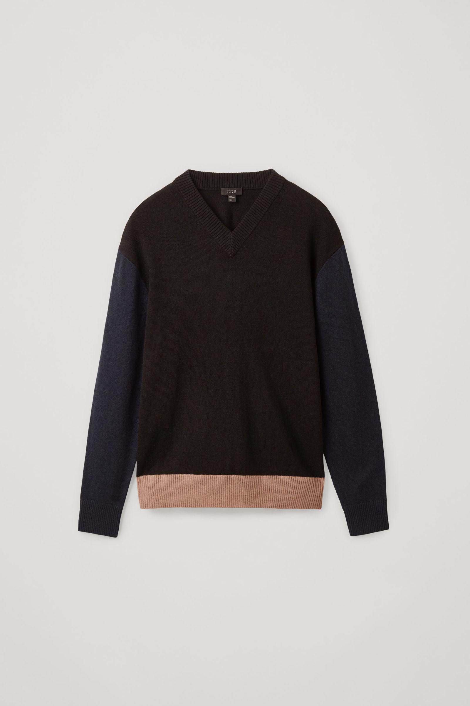 COS 컬러 블록 울 코튼 스웨터의 브라운 / 네이비 / 블랙컬러 Product입니다.